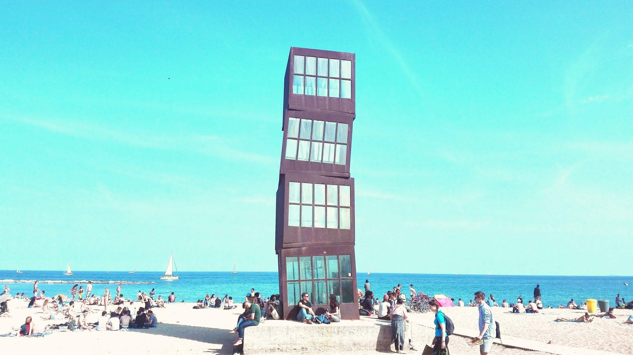 playa de barcelona en otoño